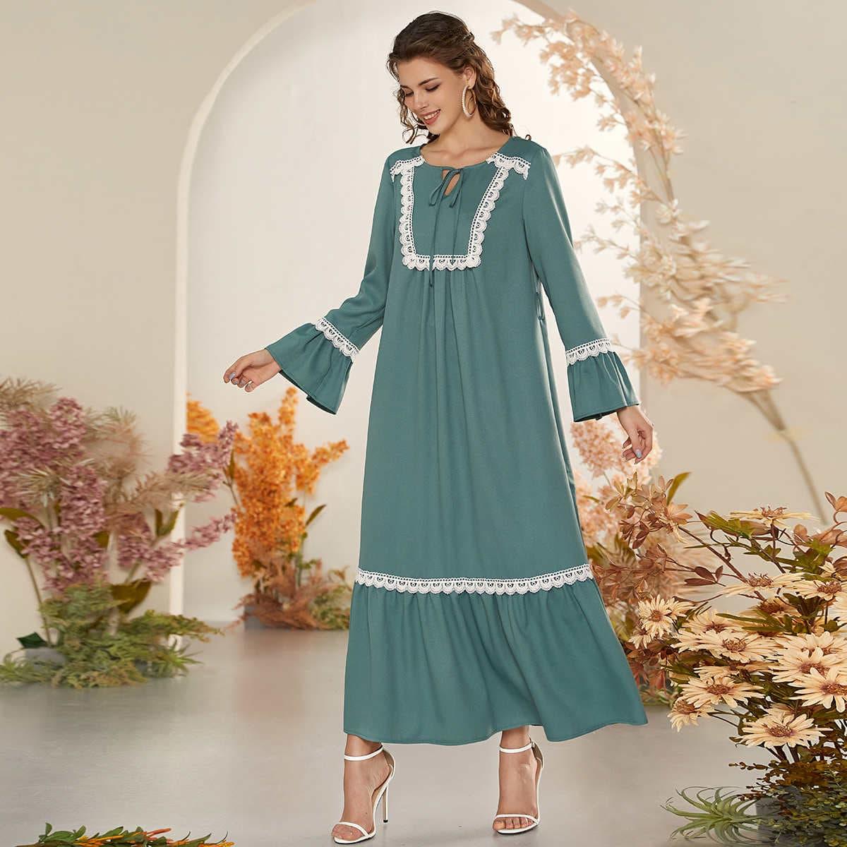 с оборками Скромный Платье