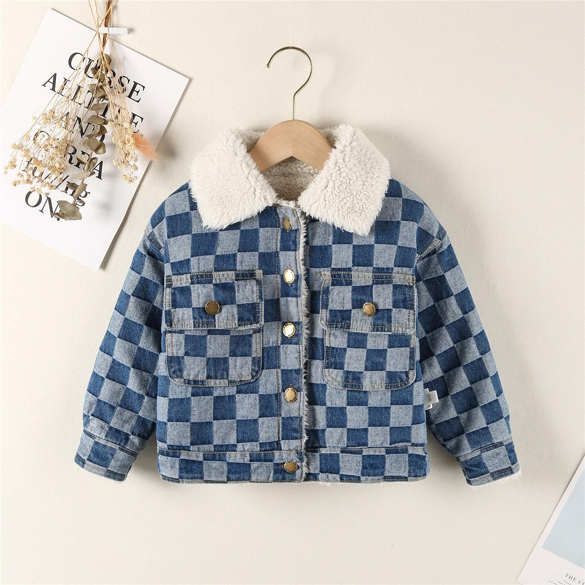 Джинсовая куртка с пуговицами и меховым воротником для маленьких девочек