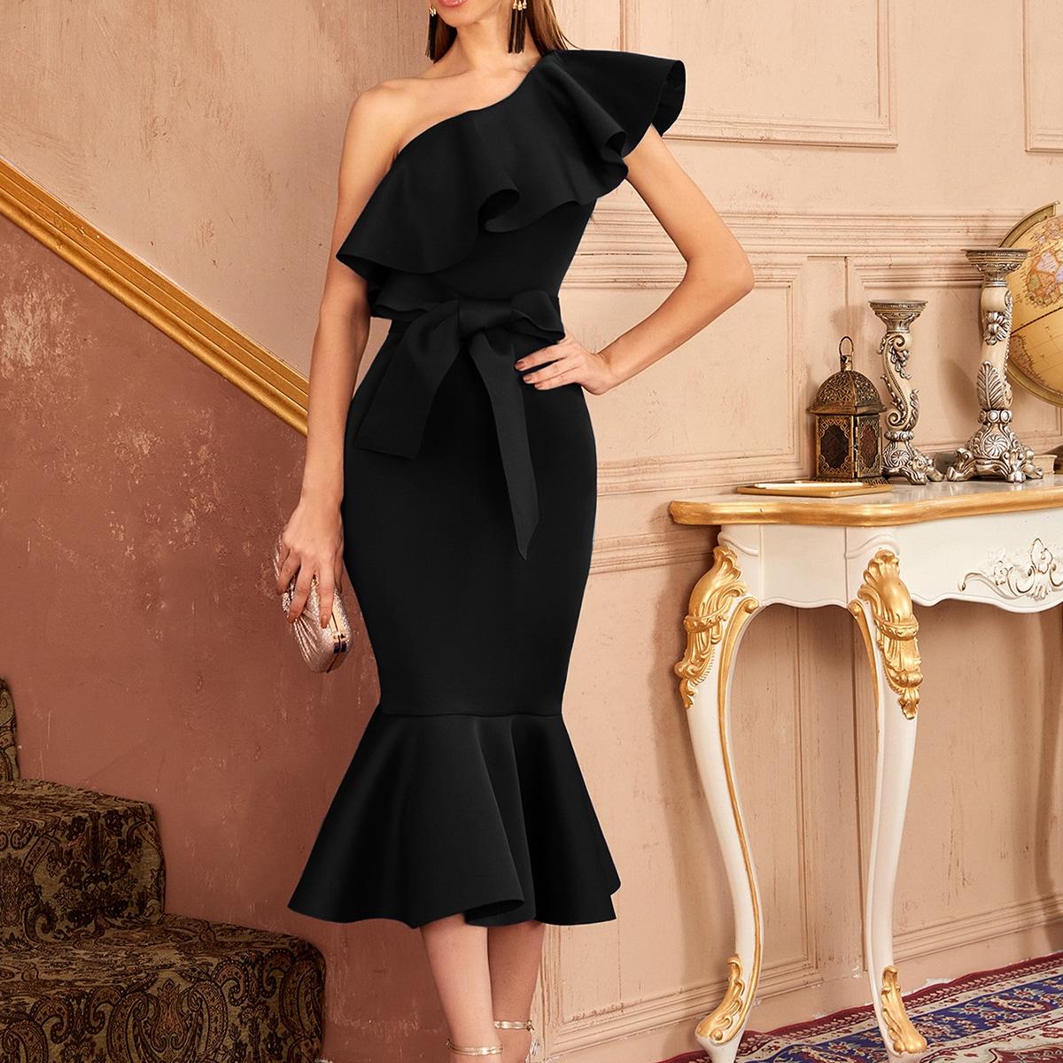 Платье-русалка на одно плечо с оборками и поясом
