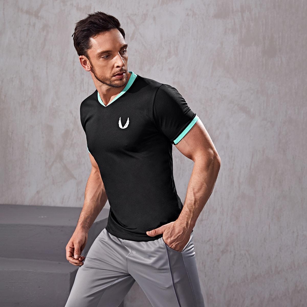 Мужская спортивная футболка с графическим принтом и отстрочкой