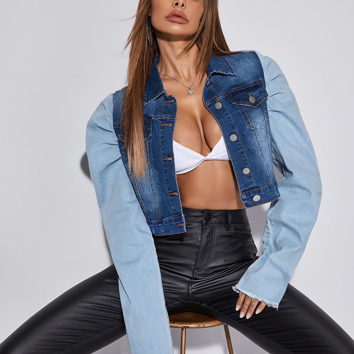 Укороченная джинсовая куртка с объемными рукавами и карманами с клапанами