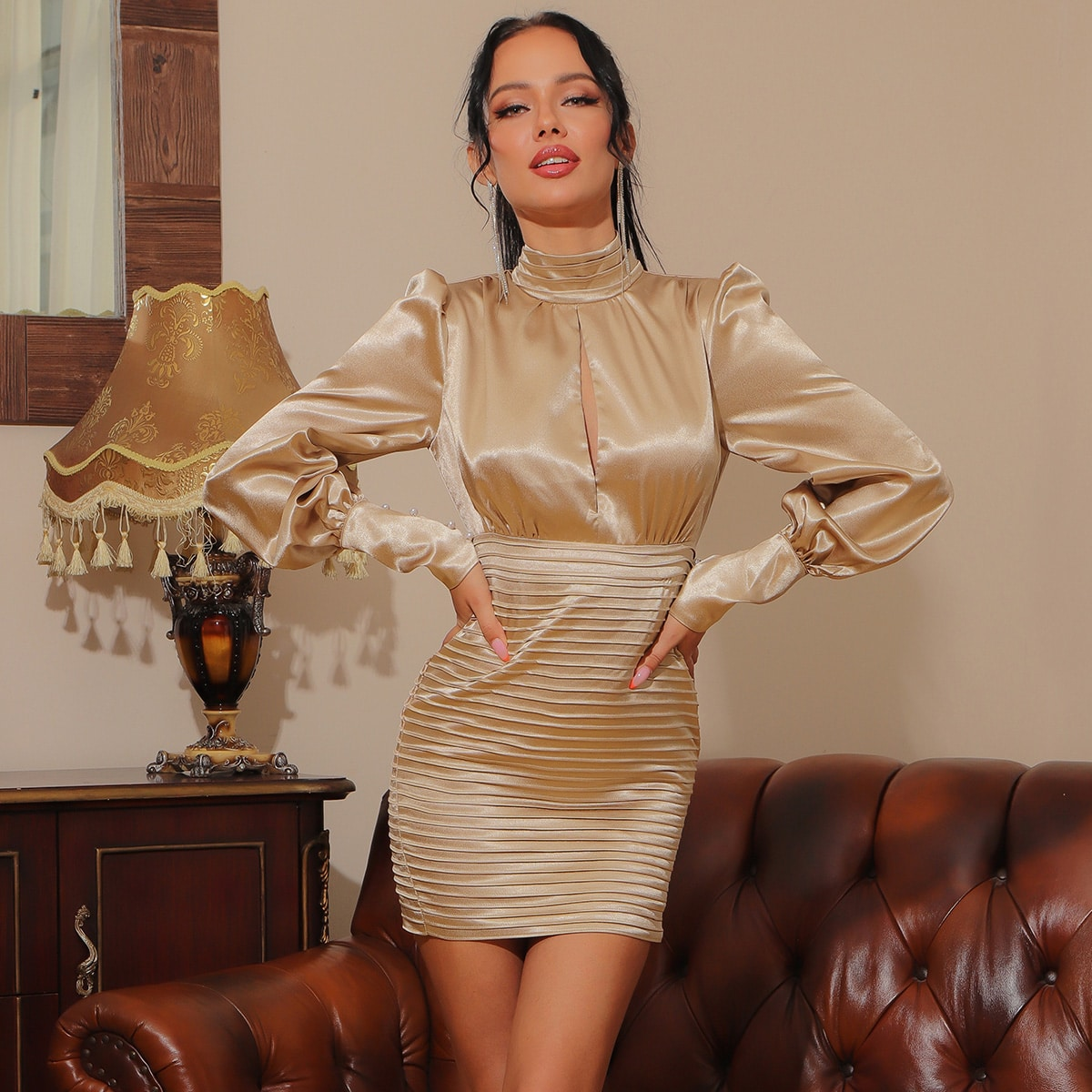 Lucra Атласное облегающее платье с открытой спиной и жемчугами