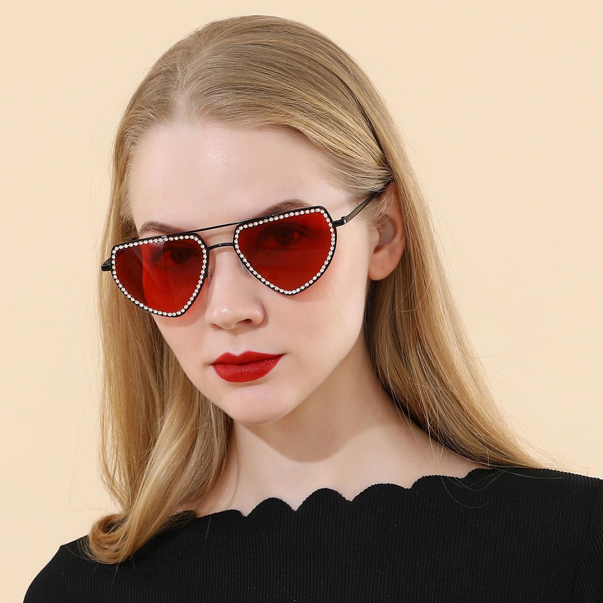 Солнцезащитные очки со стразами