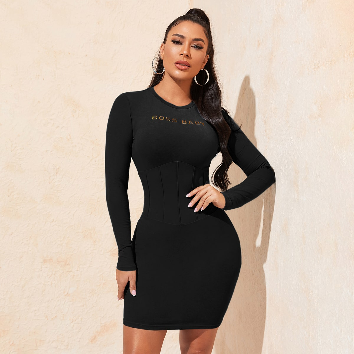 Облегающее платье с текстовой вышивкой