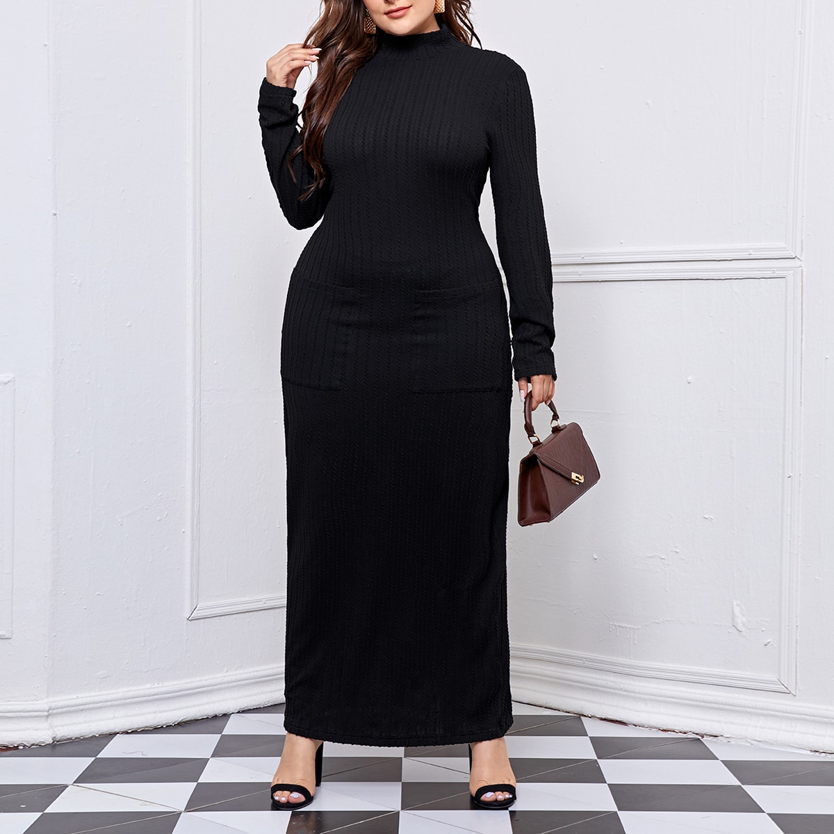 Вязаное платье размера плюс с воротником-стойкой