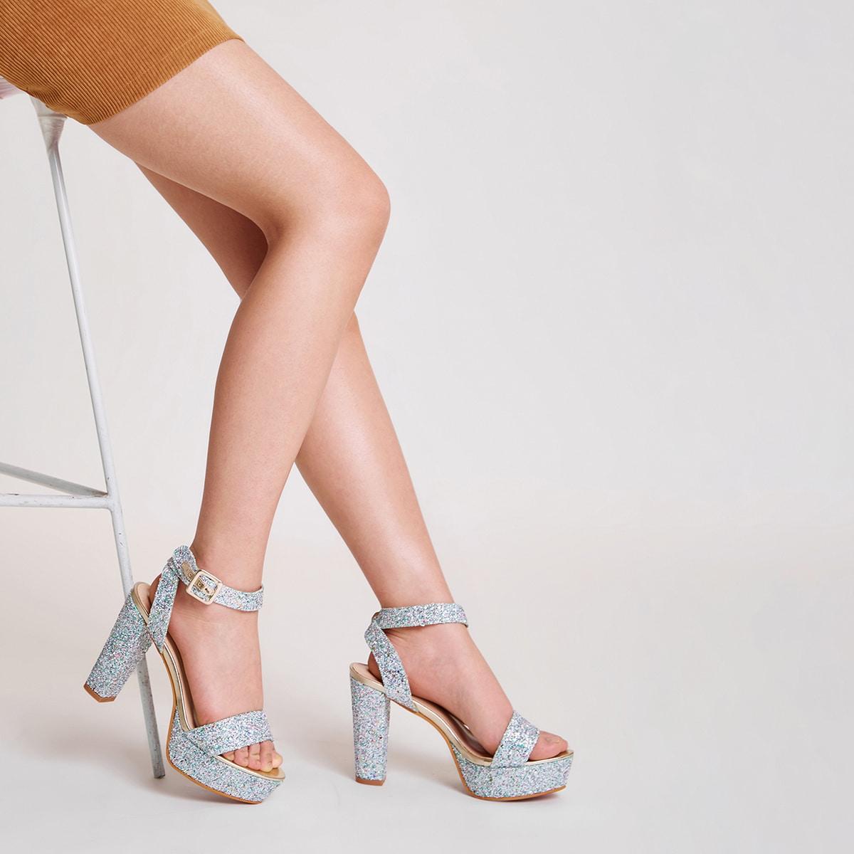 Блестящие сандалии