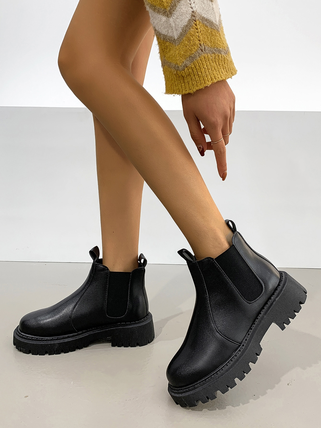 Minimalist Wide Fit Chelsea Boots