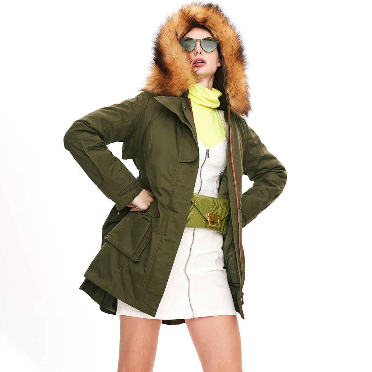 пальто с капюшоном, карманом и искусственным мехом на кулиске