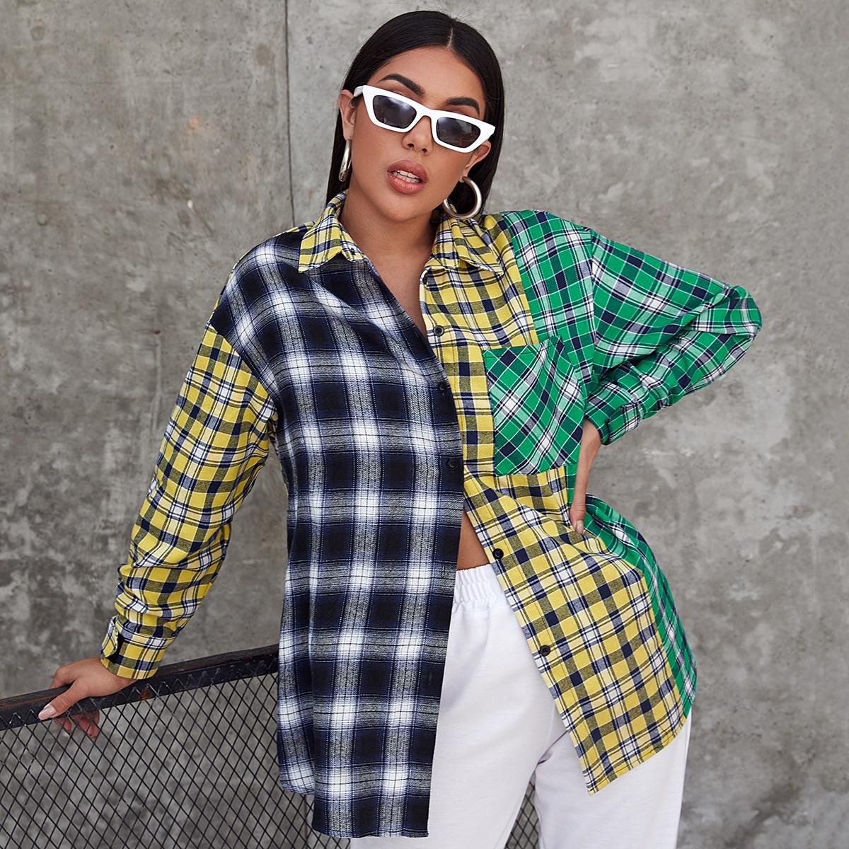 Контрастная блузка в клетку с карманом