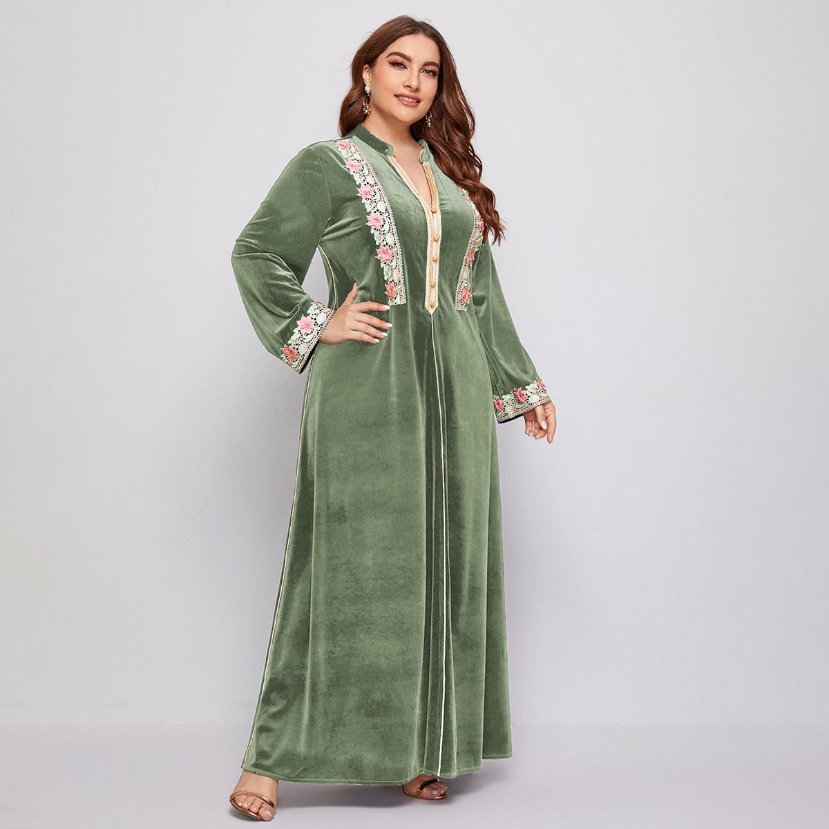 Расклешенное платье размера плюс с кружевом