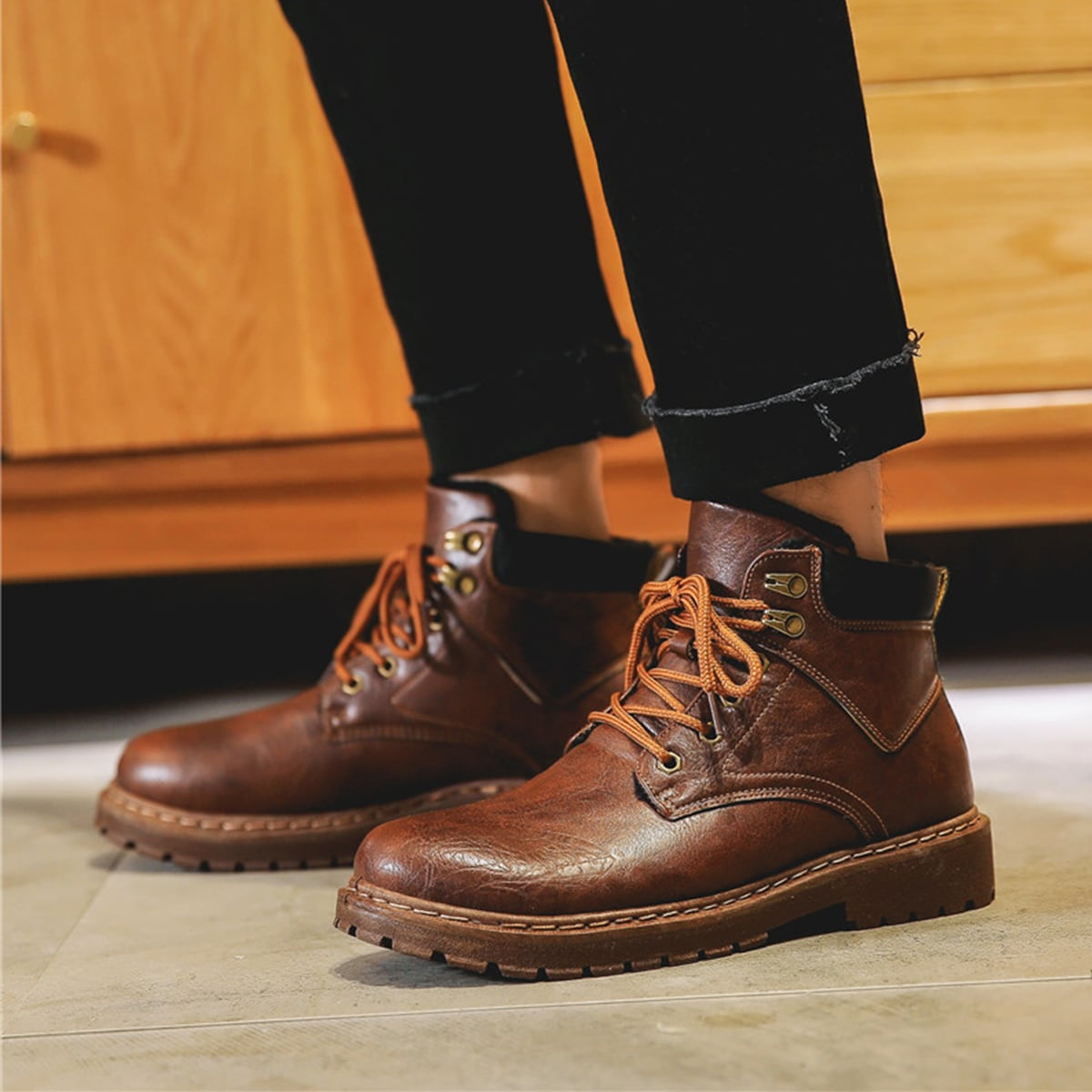 Men Vintage Design Lace-up Front Boots