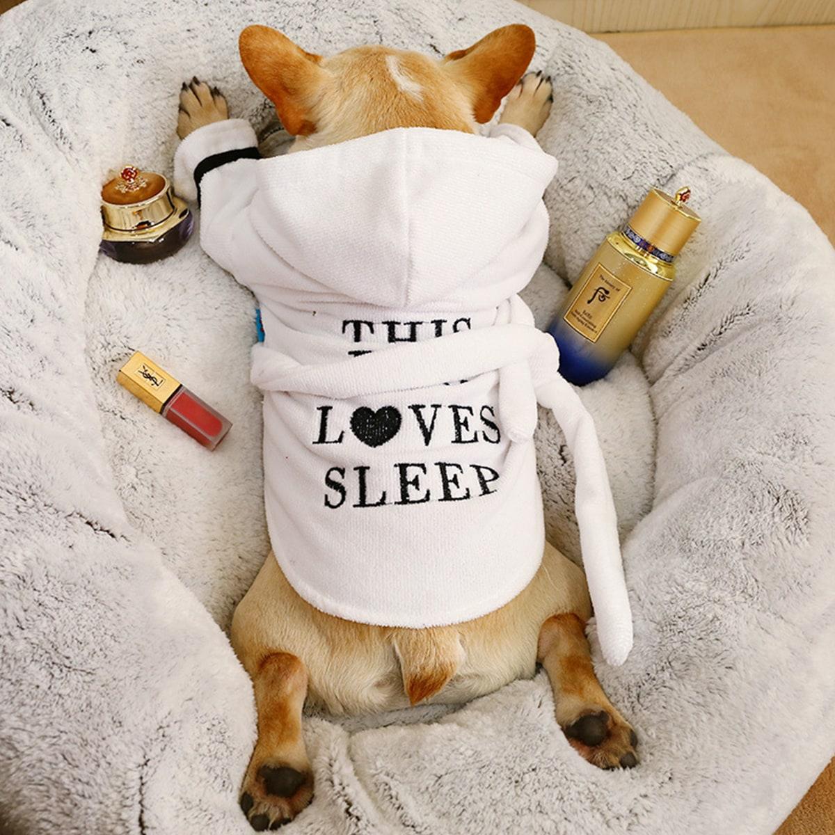 Hund Pajamas mit Buchstaben Grafik und Kapuze