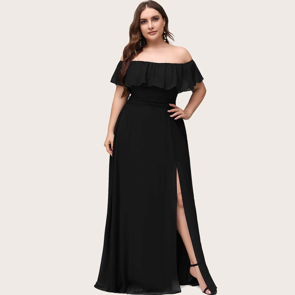 Платье размера плюс с разрезом и открытыми плечами