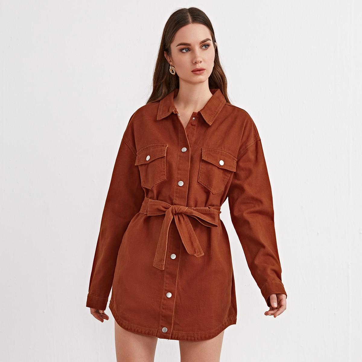 Джинсовая куртка с заниженными карманами на плечах и ремнем