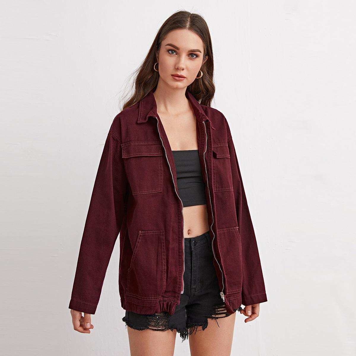 Джинсовая куртка с заниженными карманами на плечах