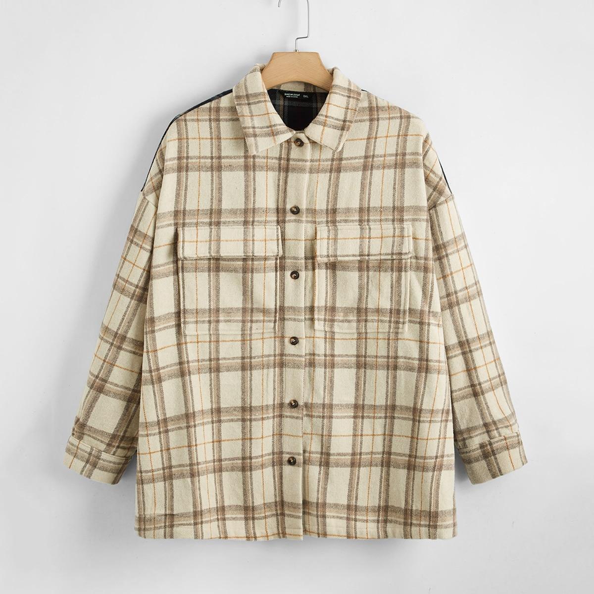 Контрастное пальто в клетку с карманом размера плюс