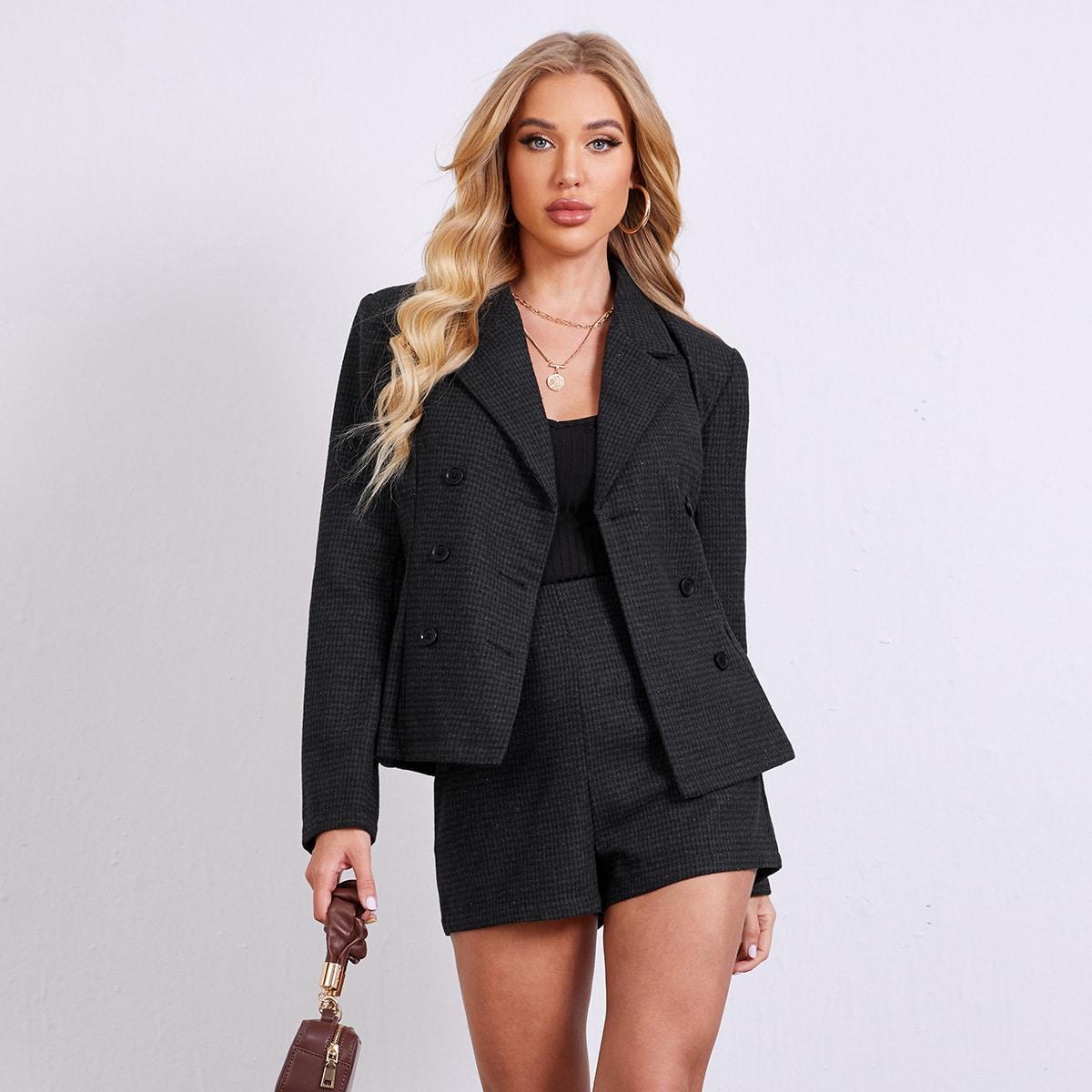 Пиджак с пуговицами и шорты в гусиную лапку