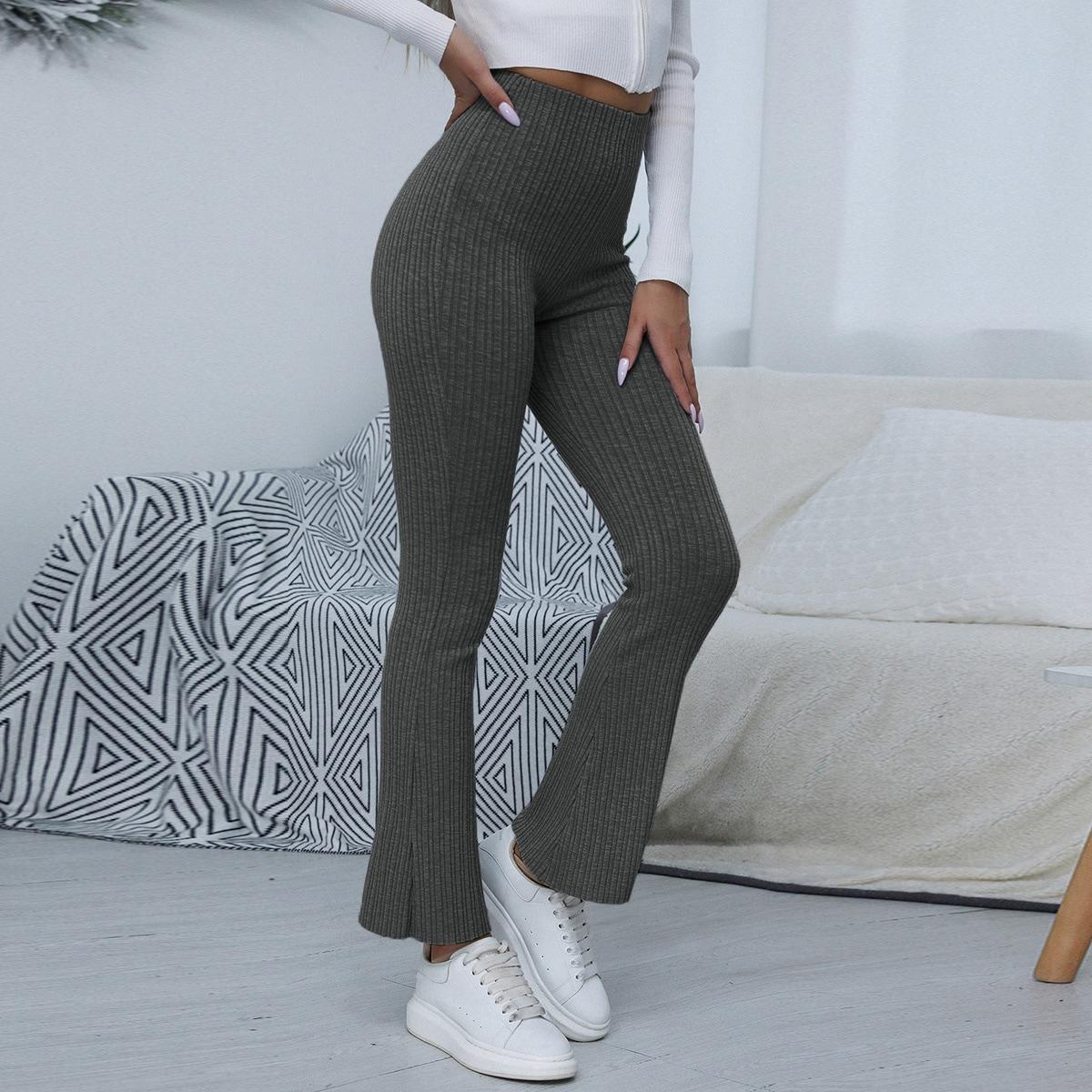 Вязаные короткие брюки-клеш в рубчик