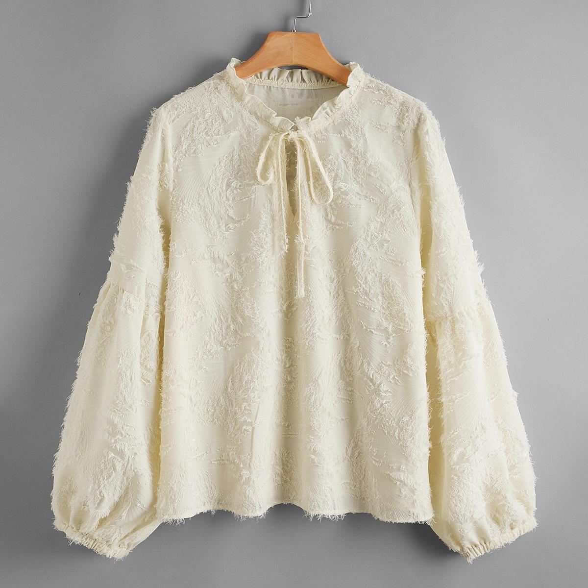 Блузка размера плюс с воротником-бантом