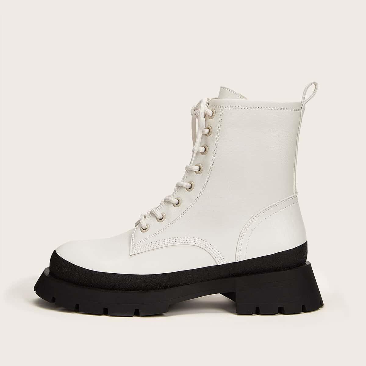 Ботинки на платформе и шнурках
