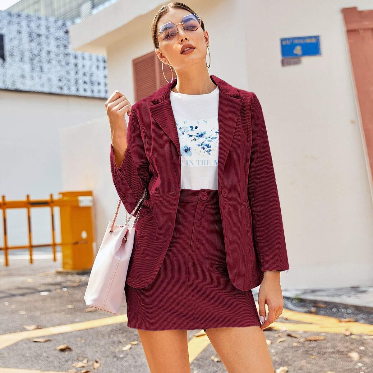 Вельветовый пиджак на пуговицах и юбка-карандаш