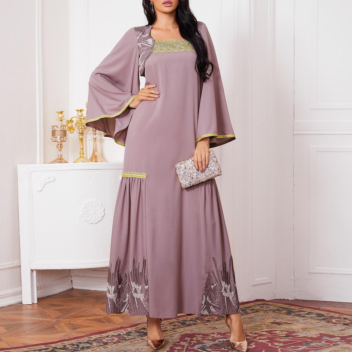 Kleid mit Kontrast Guipure Spitzen Detail, Glockenärmeln und Stickereien