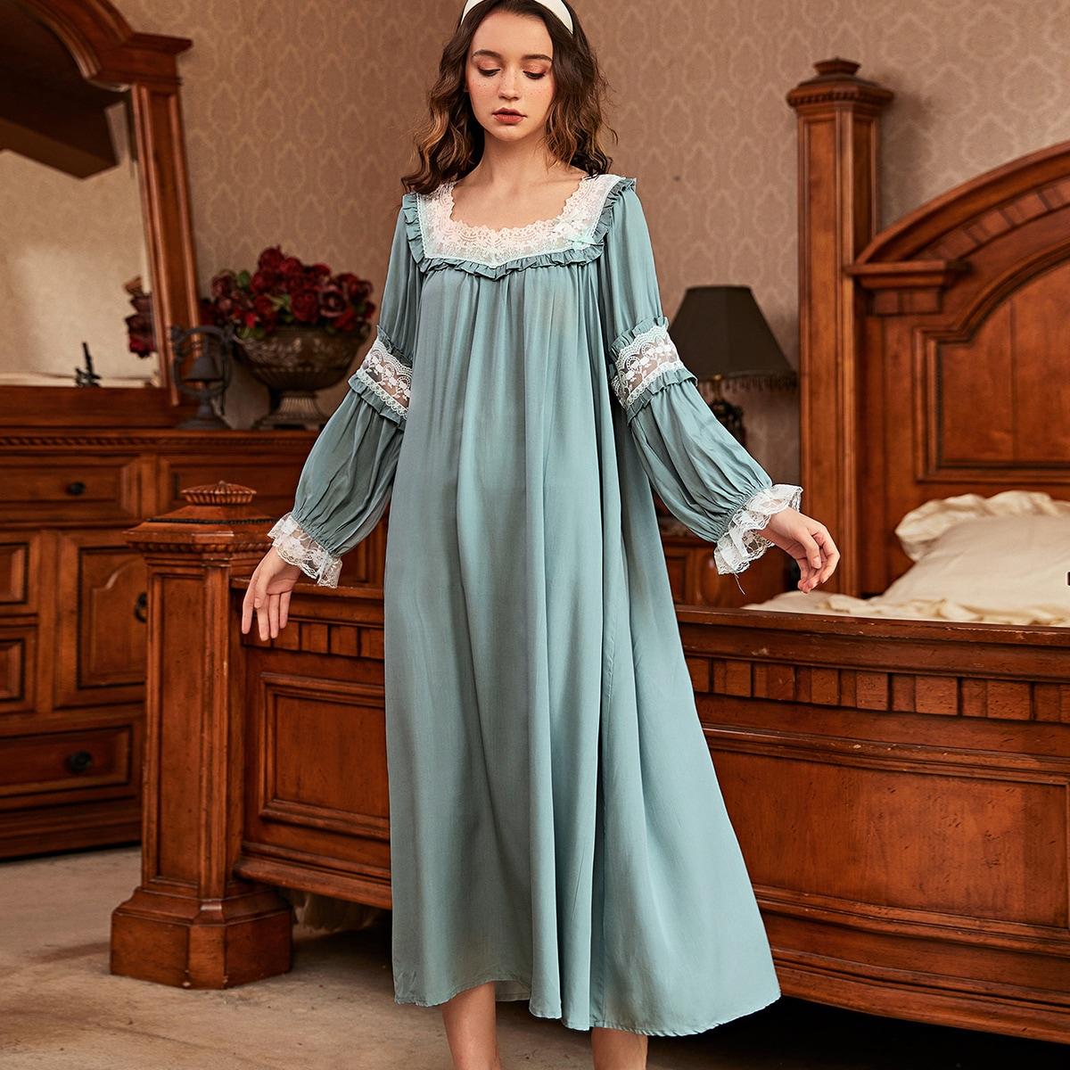 Пижамы с кружевными оборками, обшитыми панелями