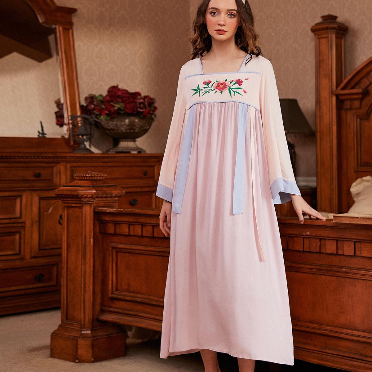 Контрастная ночная рубашка с цветочной вышивкой