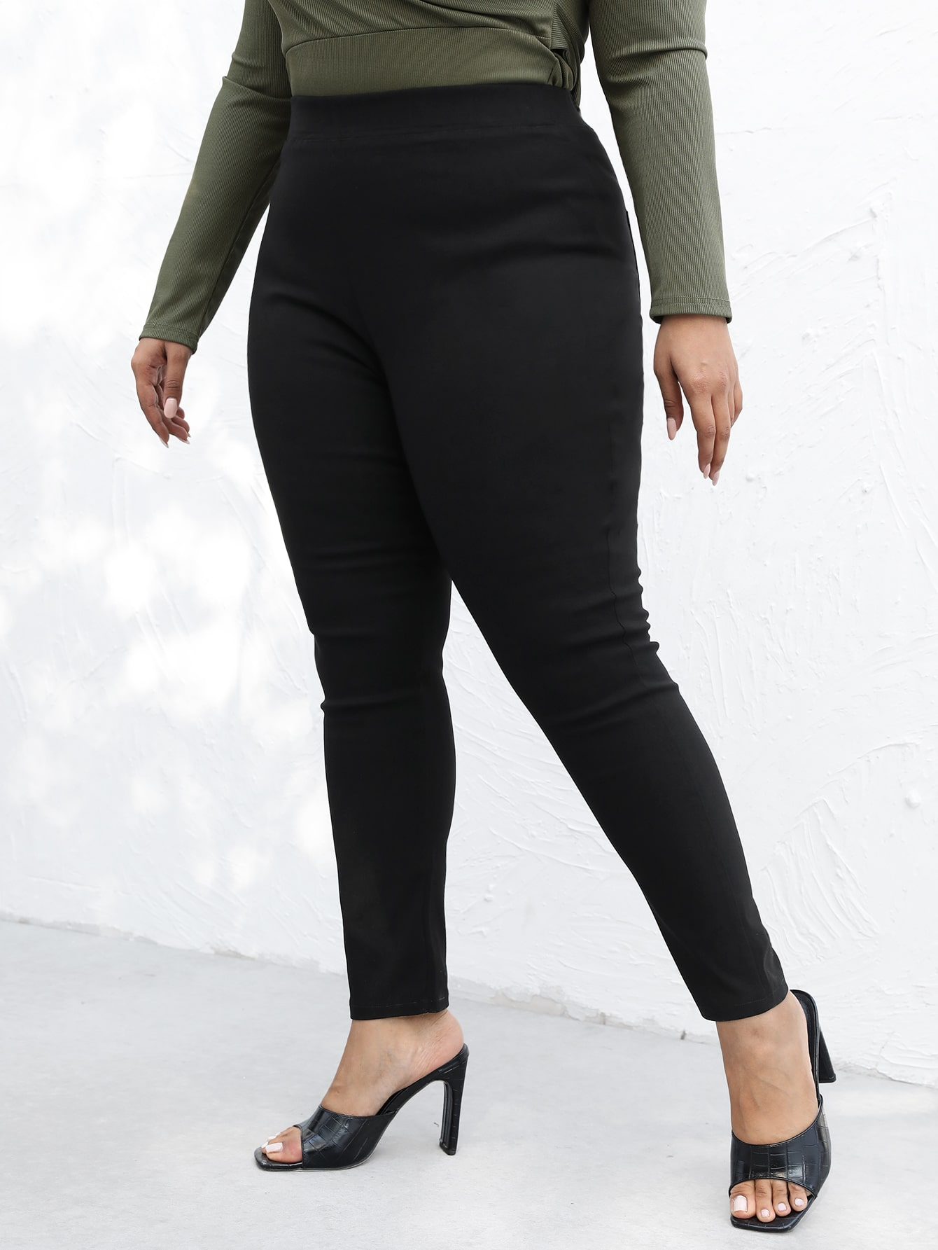 Plus High-Waisted Solid Skinny Jeans thumbnail