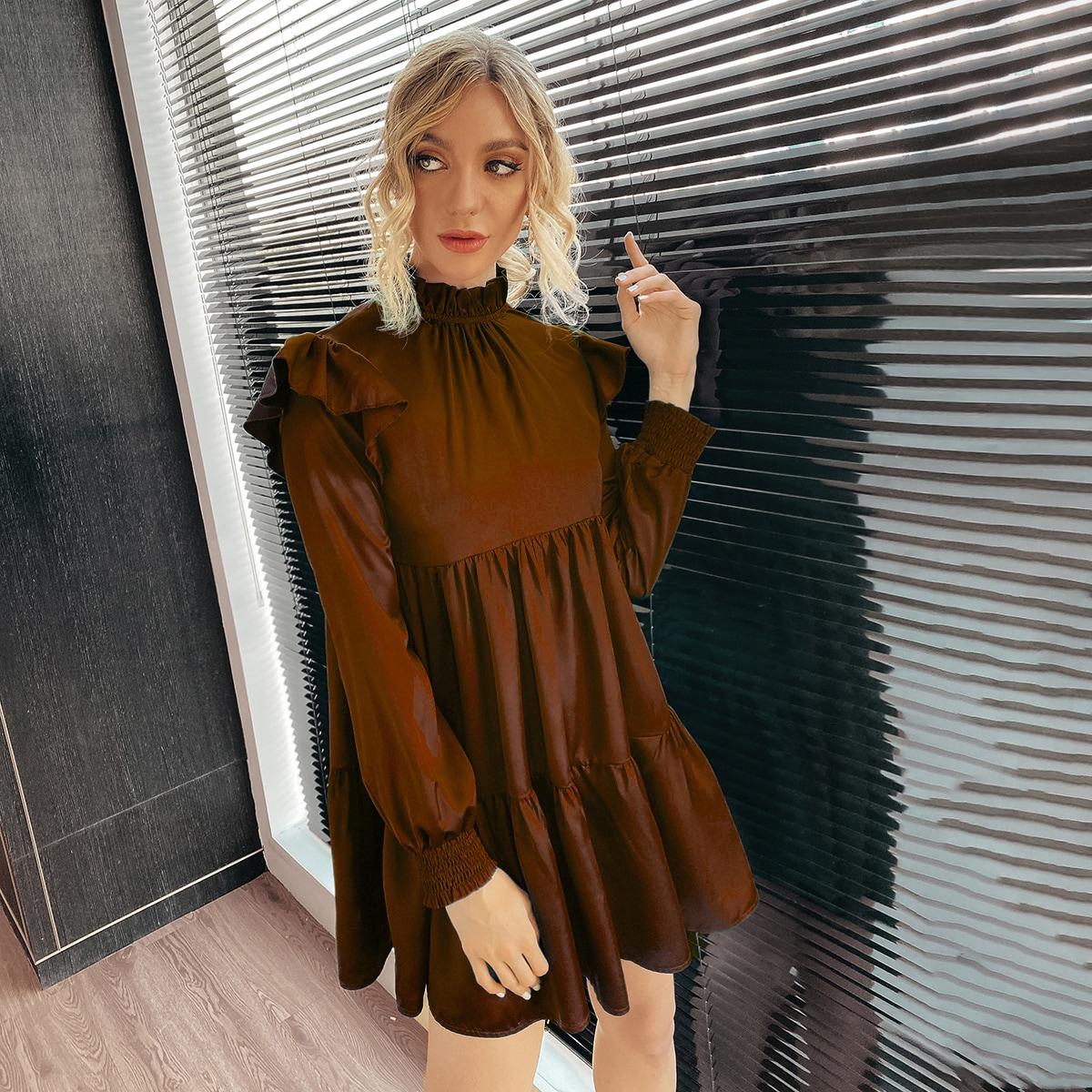 Атласное платье с оборкой