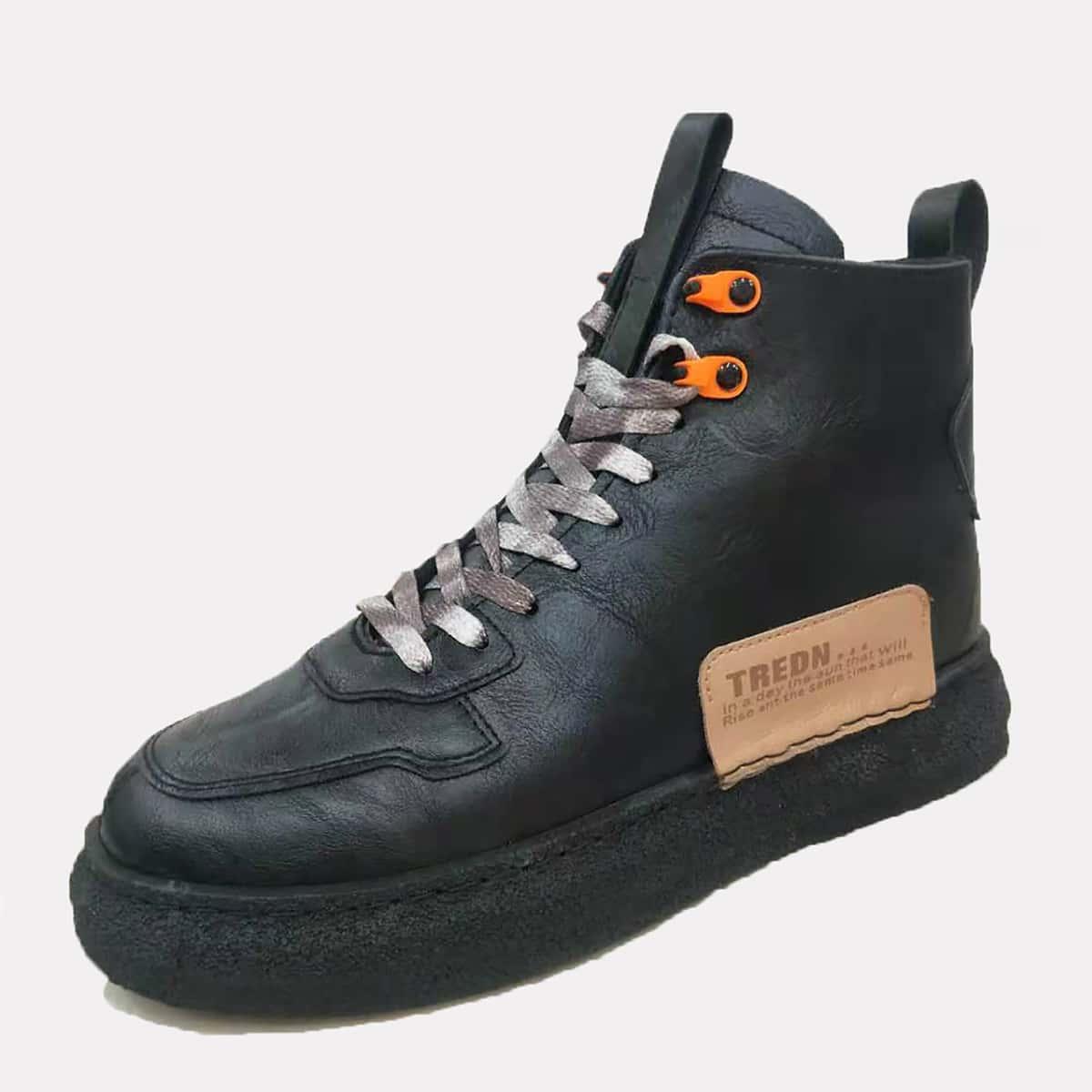 Мужские кроссовки на шнурках с текстовой заплатой