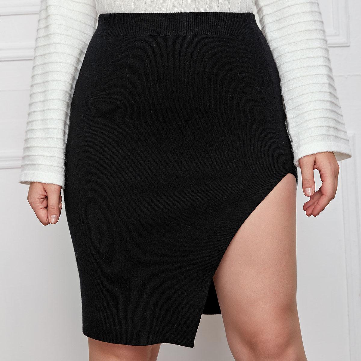 Однотонная трикотажная юбка размера плюс с разрезом