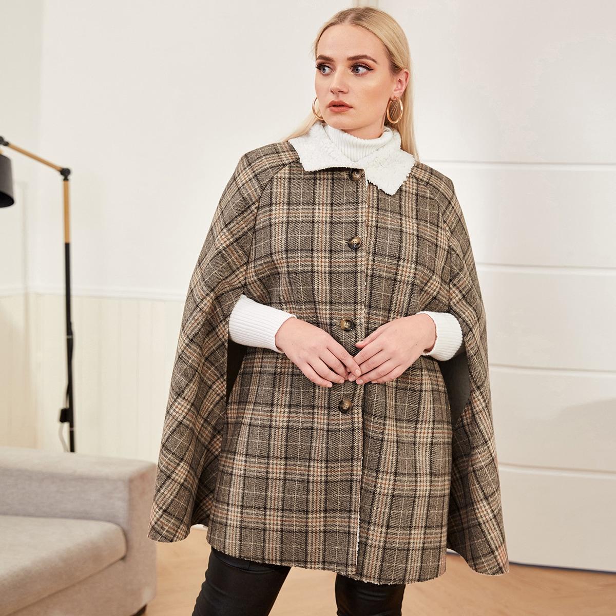 Пальто-накидка размера плюс в клетку с плюшевым воротником