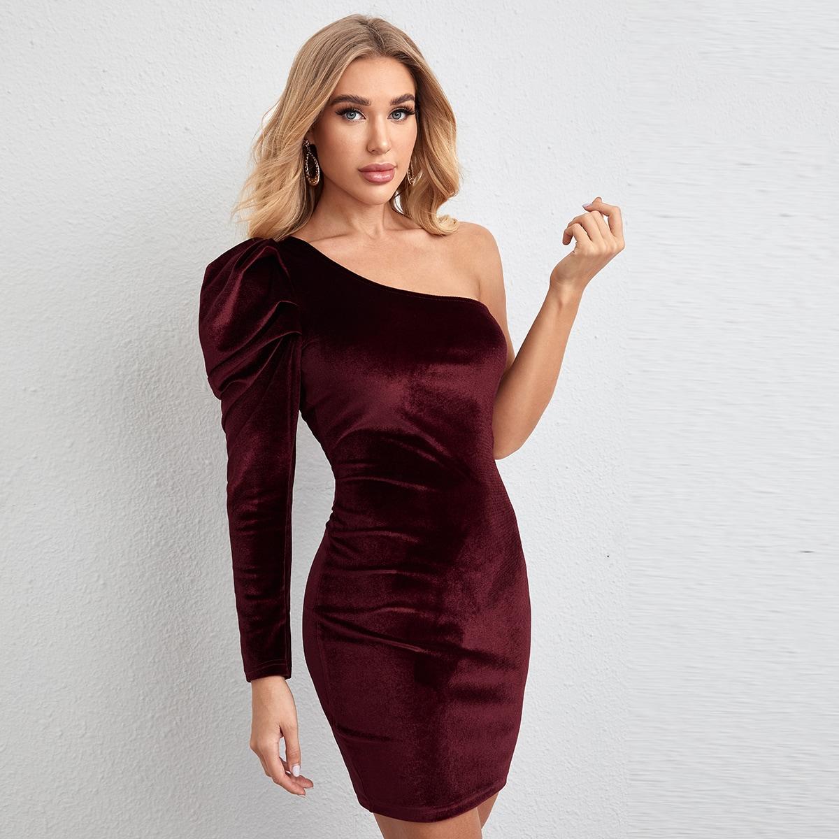 Бархатное платье на одно плечо