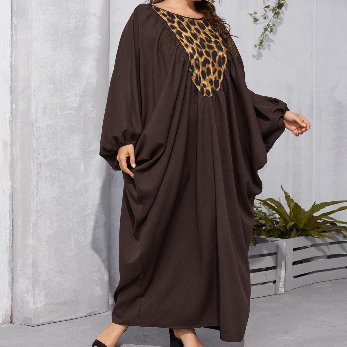 Кафтан размера плюс с леопардовым принтом