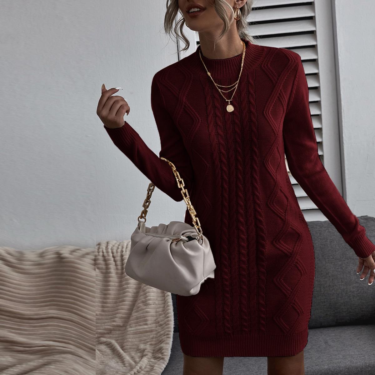 Однотонное вязаное платье-свитер