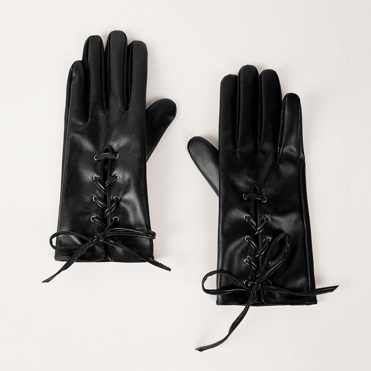 Перчатки из искусственной кожи со шнурком