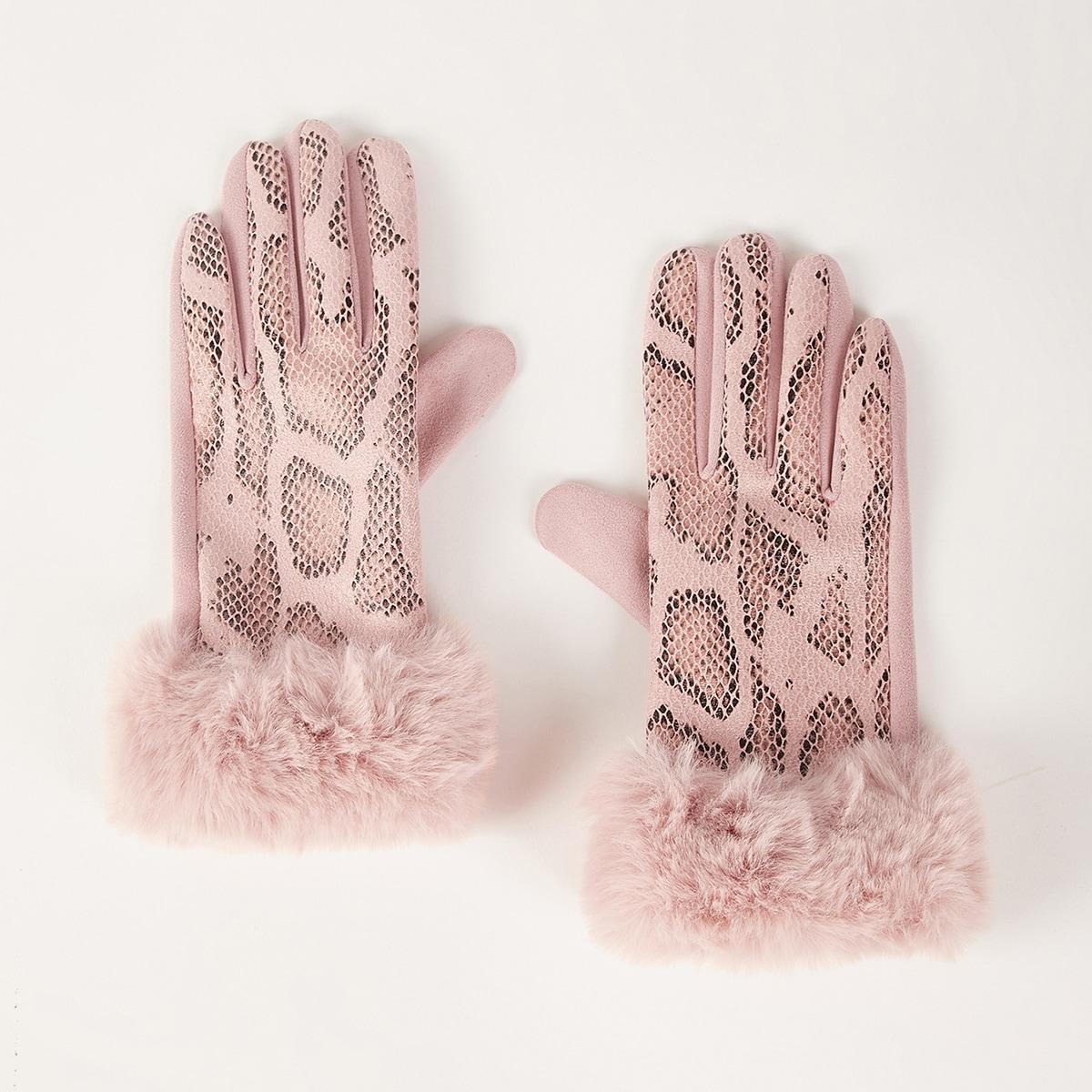 Перчатки со змеиным принтом и плюшевой отделкой