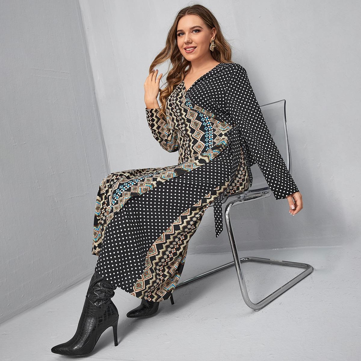 Платье размера плюс с геометрическим принтом в горошек