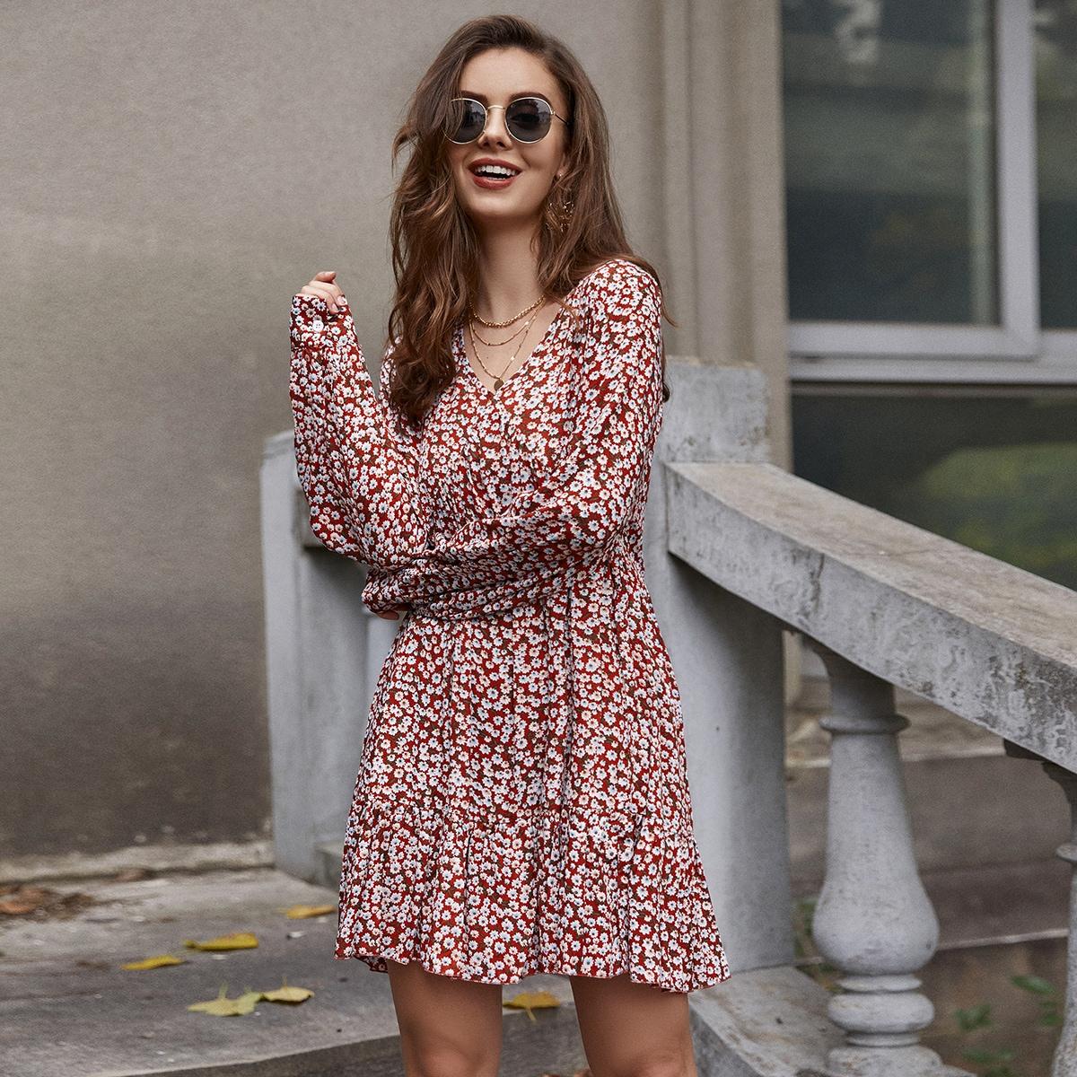 Платье с цветочным принтом и оборкой