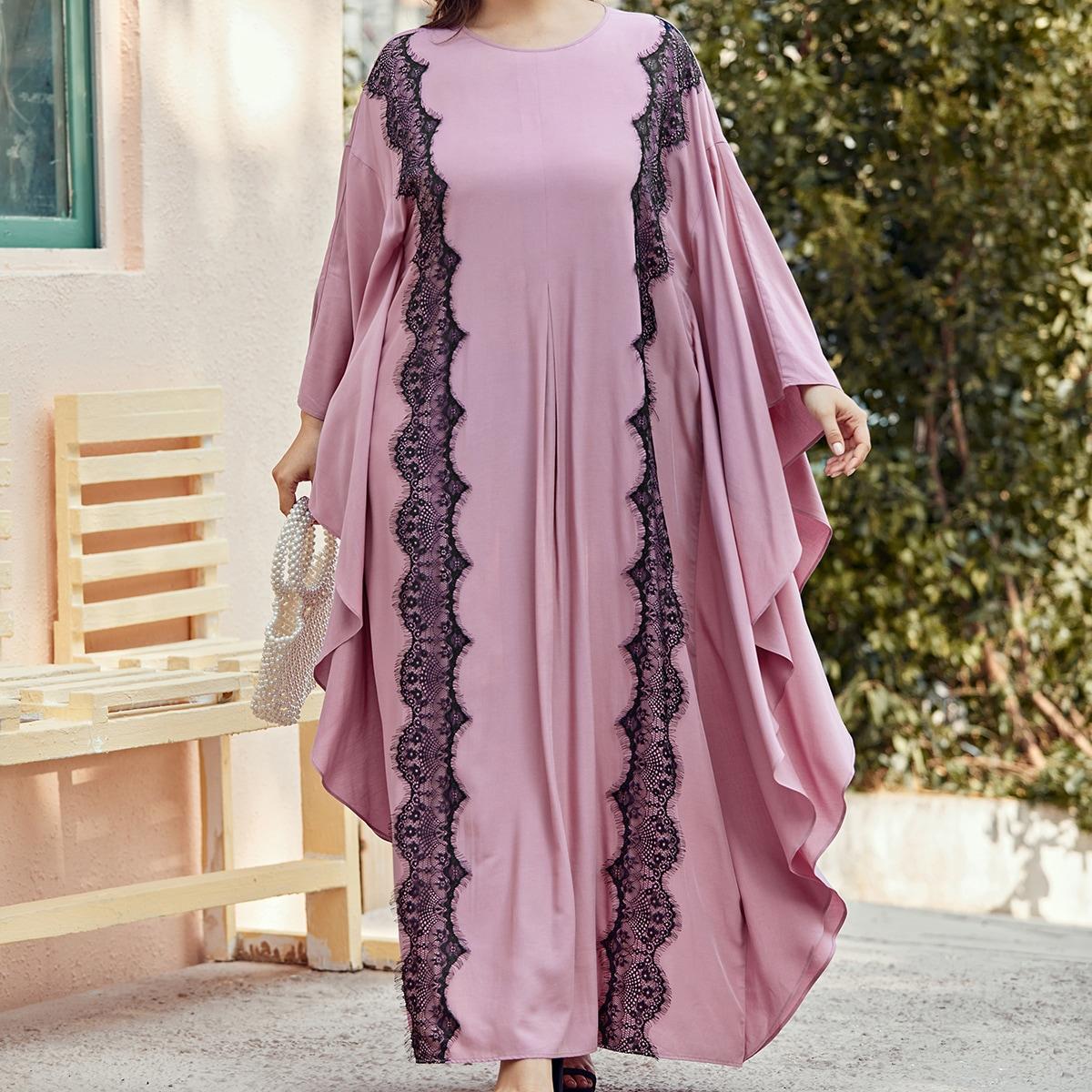 Платье размера плюс с оборкой и кружевной отделкой