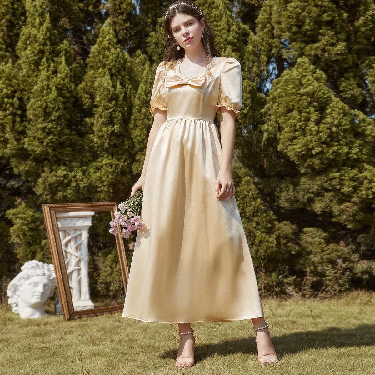 Платье с пышным рукавом и бантом