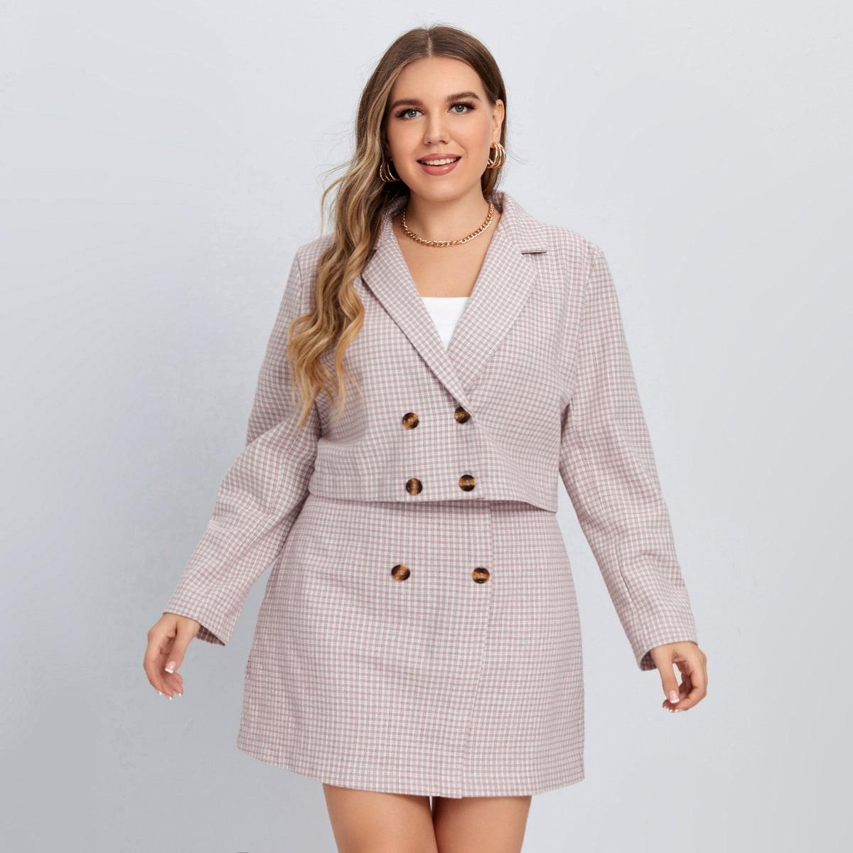 Двубортный кроп-пиджак в клетку и юбка размера плюс