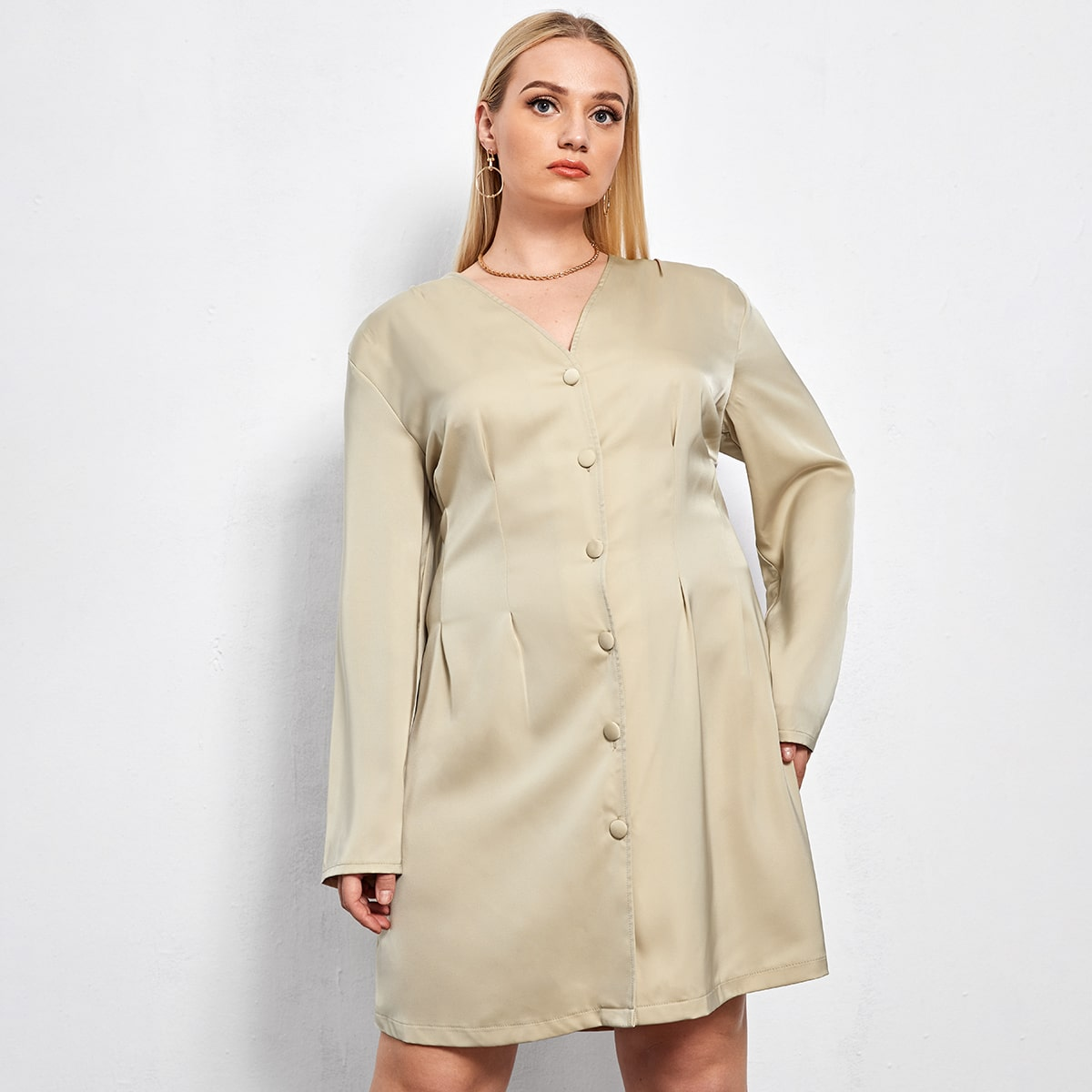 Платье размера плюс с v-образным воротником
