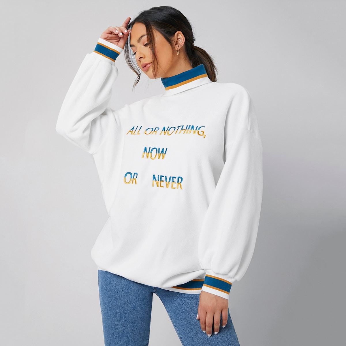 Пуловер с текстовой вышивкой и высоким воротником