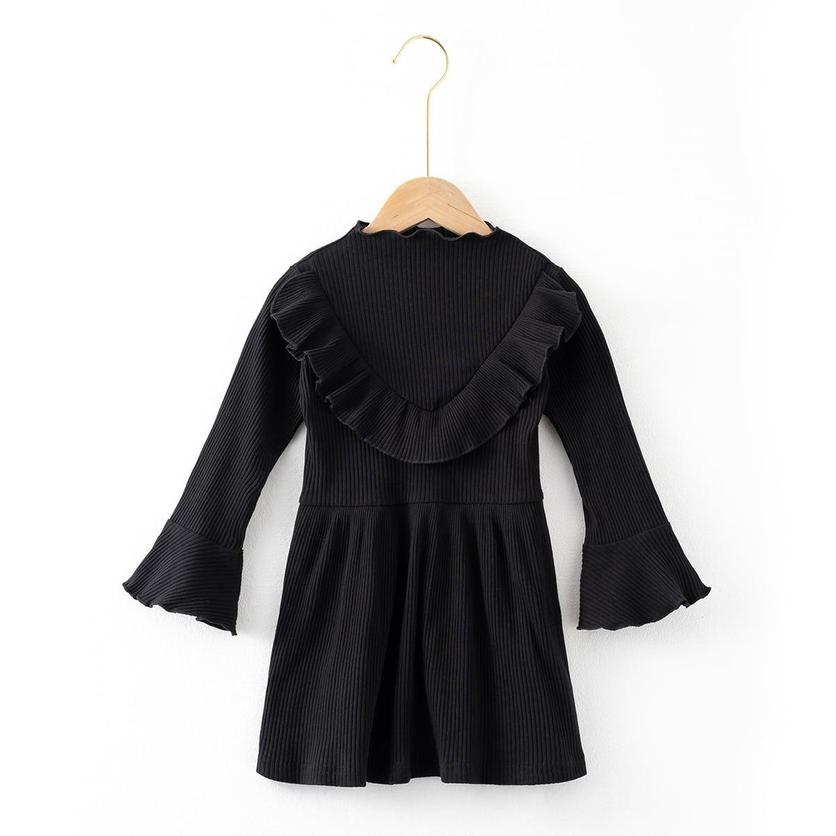 Вязаное платье в рубчик с оборкой для девочек