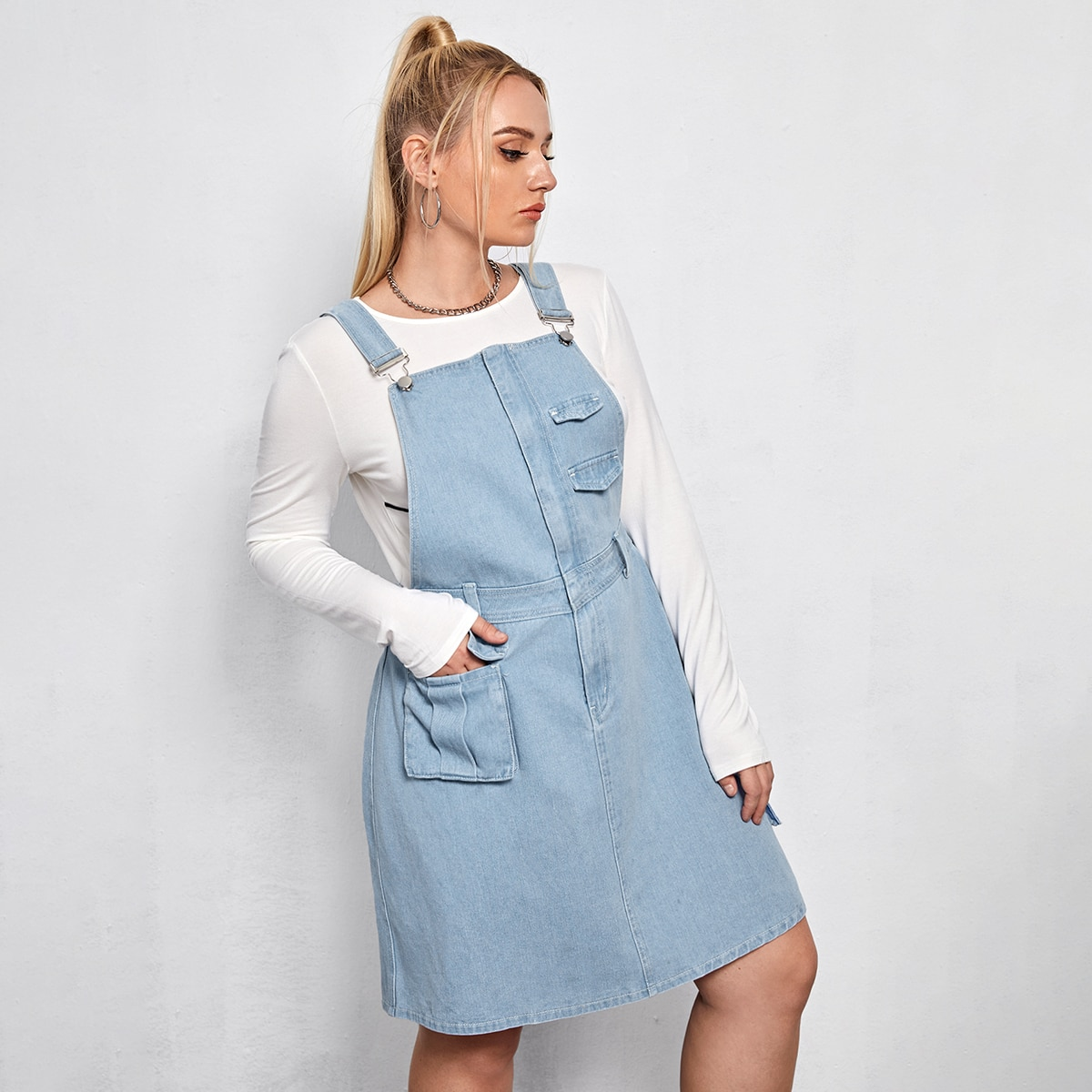 Джинсовое платье-сарафан размера плюс с карманом