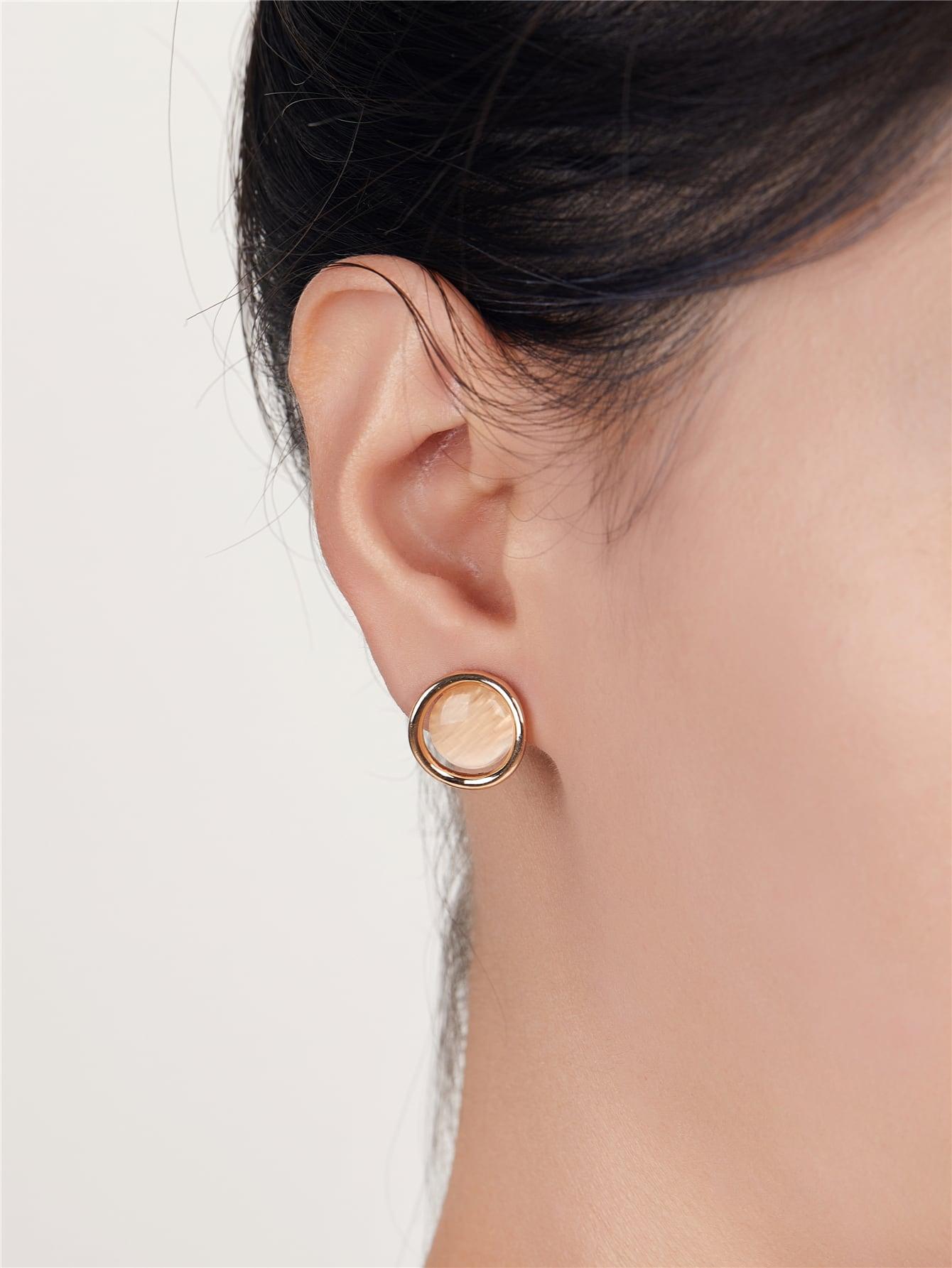Round Stud Earrings thumbnail