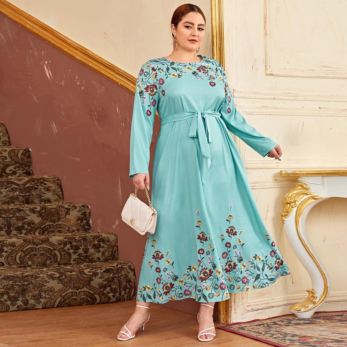 Платье размера плюс с поясом и цветочным принтом
