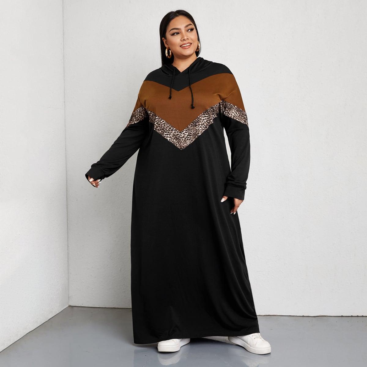 Платье размера пюс с капюшоном и оригинальнымпринтом на кулиске